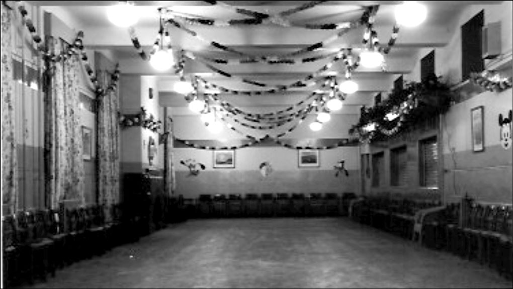 Airmens Mess - NAFFI - decorated for Chrstmas pic David Fossey